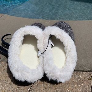 isotoner Shoes - NWT Hoodback Slip On Slippers Faux Fur Cushioned
